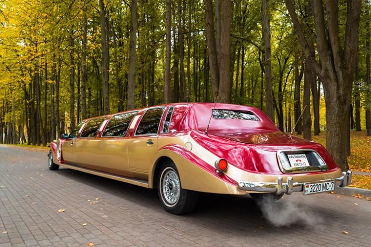 Золотистый лимузин Экскалибур Фантом