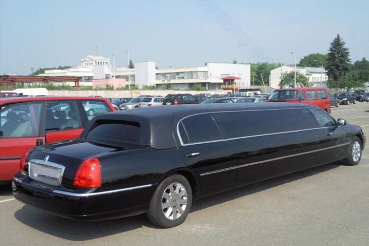 Лимузин Таун Кар черный